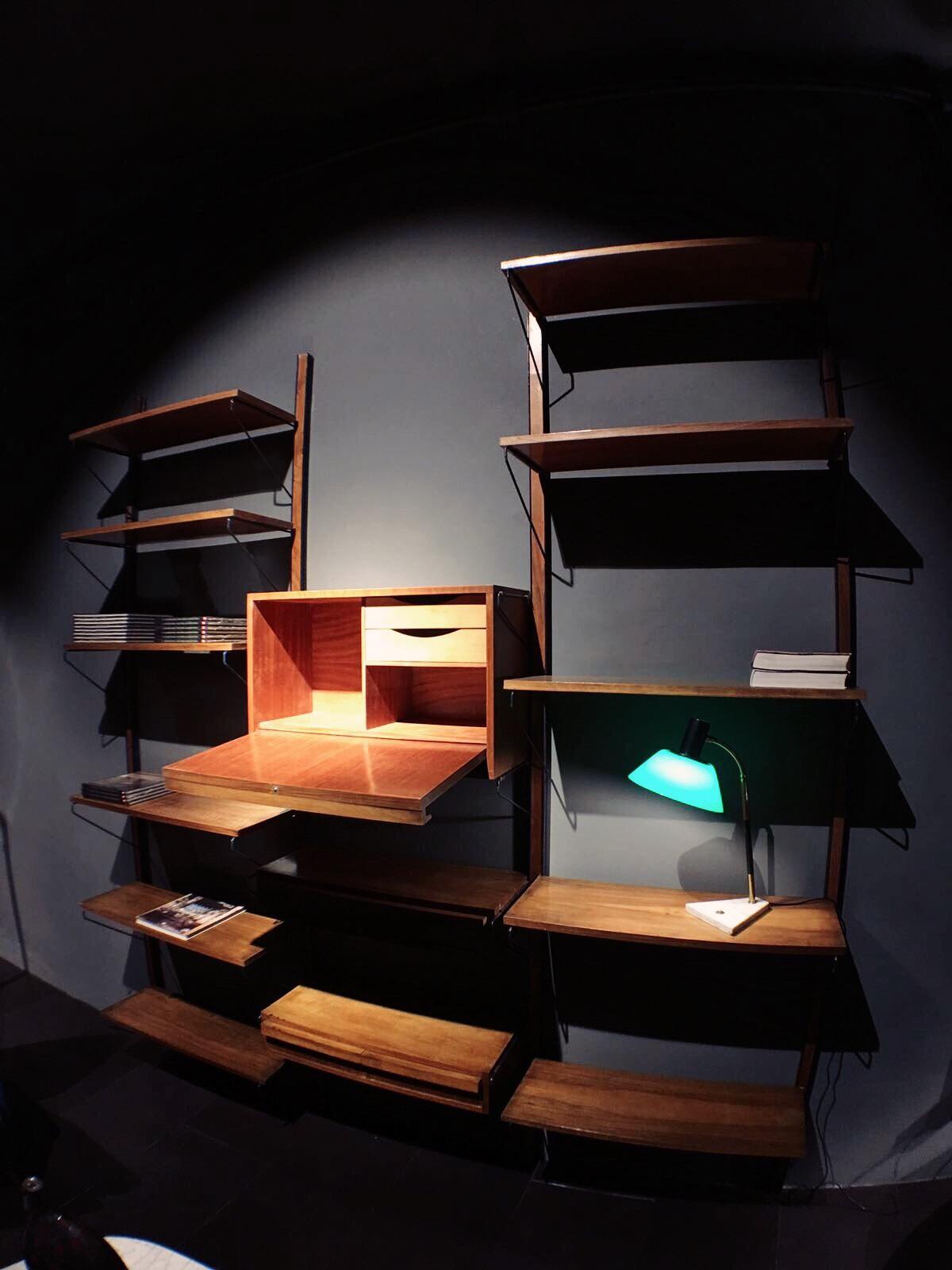 libreria a muro in legno 1