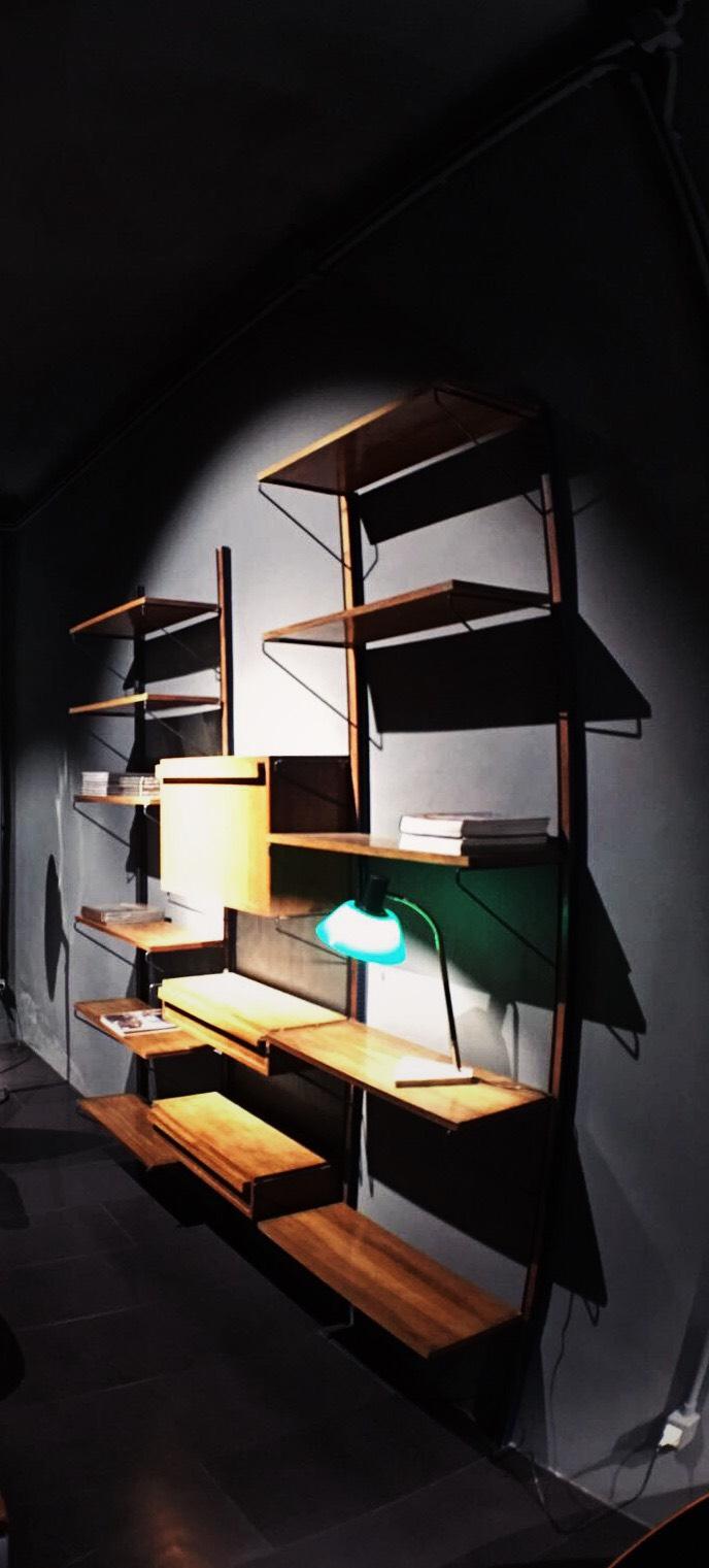 libreria a muro in legno 2
