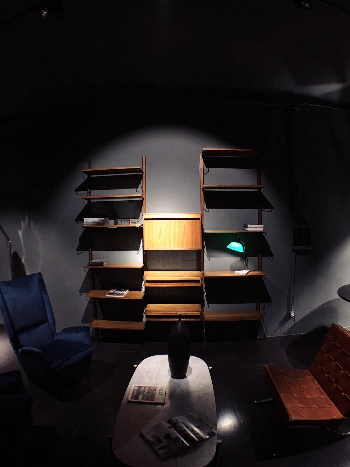 libreria a muro in legno 4